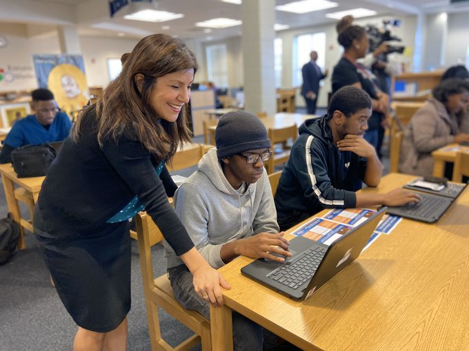 New Tech Helps APS Students Challenge Themselves for Better College Success